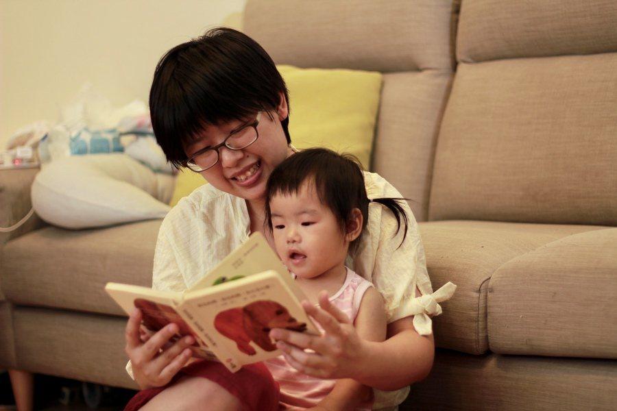 馬偕兒童神經科主治醫師陳慧如表示,親子共讀在孩童兩歲前就要培養,過了兩歲,很難養...