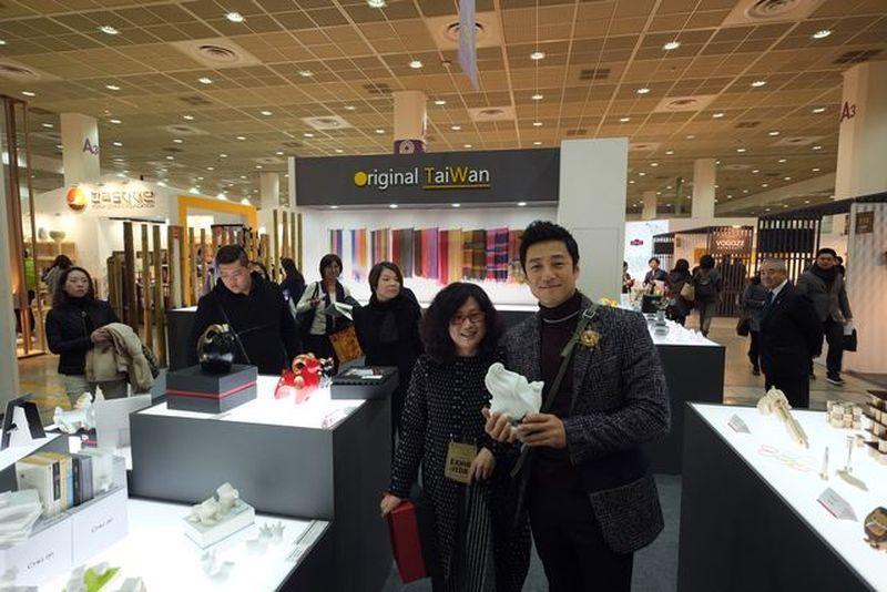 韓國知名藝人池珍熙購買筌美術藝品。 筌美術