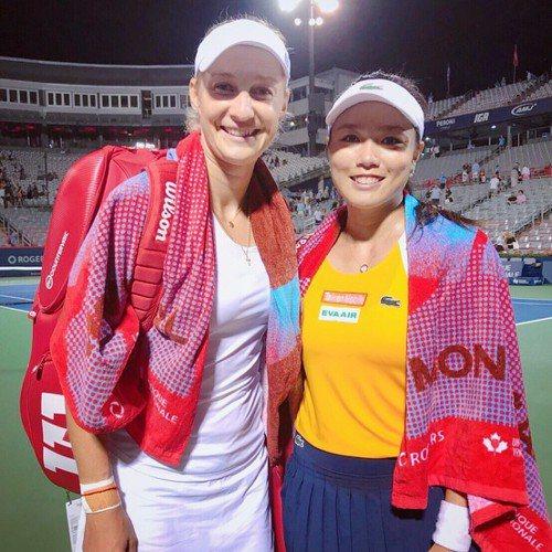 詹詠然(右)俄羅斯搭檔瑪卡洛娃闖進最終決賽。 圖/劉雪貞提供