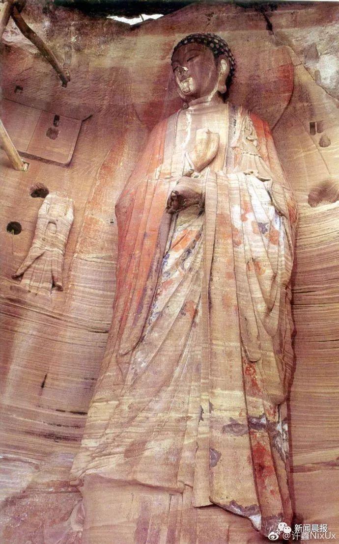 四川安岳石窟的宋代佛像尚未修復前的樣貌。(照片/微博)