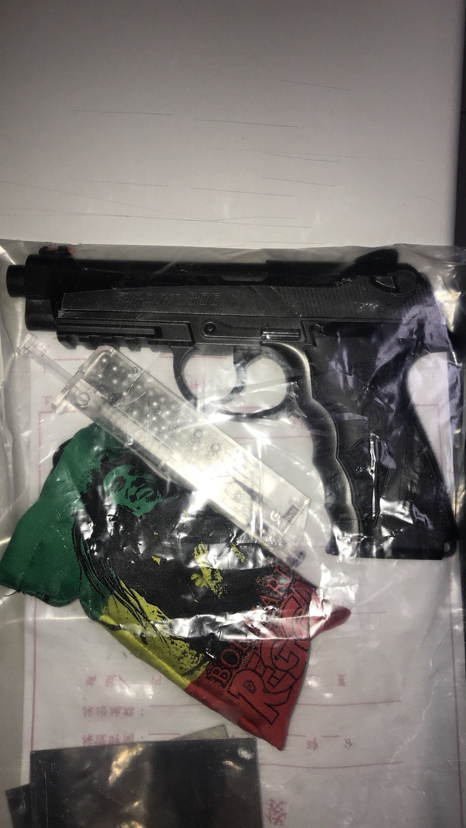 施姓嫌犯的車內被查獲改造空氣手槍。記者林昭彰/翻攝