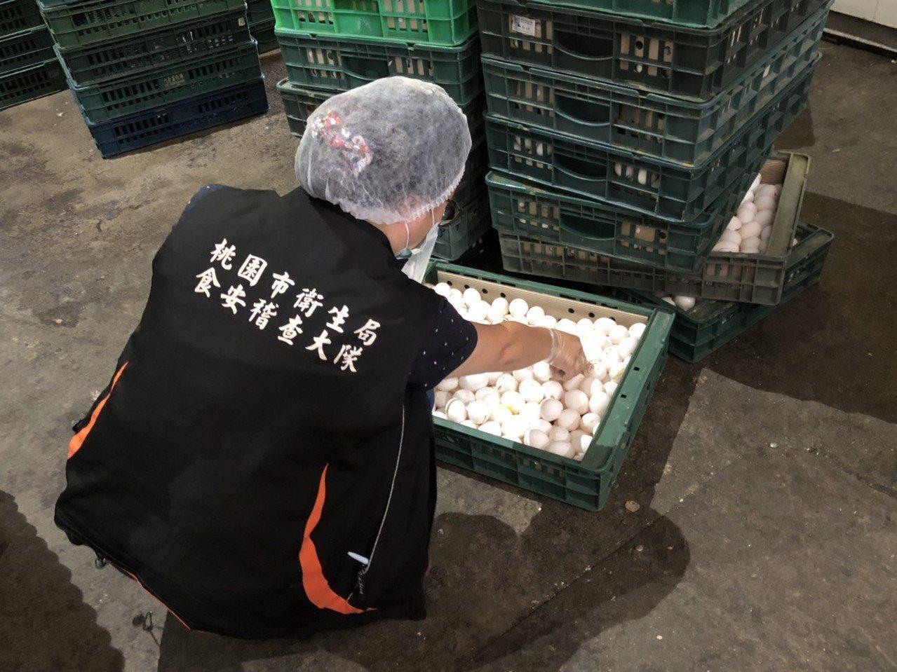 元山蛋品用噁蛋製作黑心蛋液,產品遭查獲封存。 圖/食藥署提供