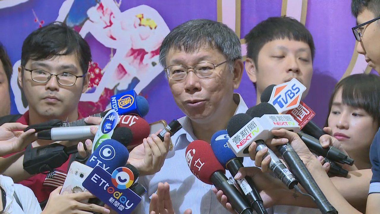 台北市長柯文哲12日在貓空出席活動前接受媒體訪問,再提兩岸一家親。攝影/記者龔盈...