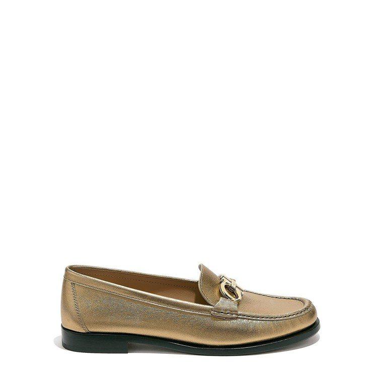 Gancini系列金色小羔羊皮莫卡辛鞋,24,900元。圖/Ferragamo提...