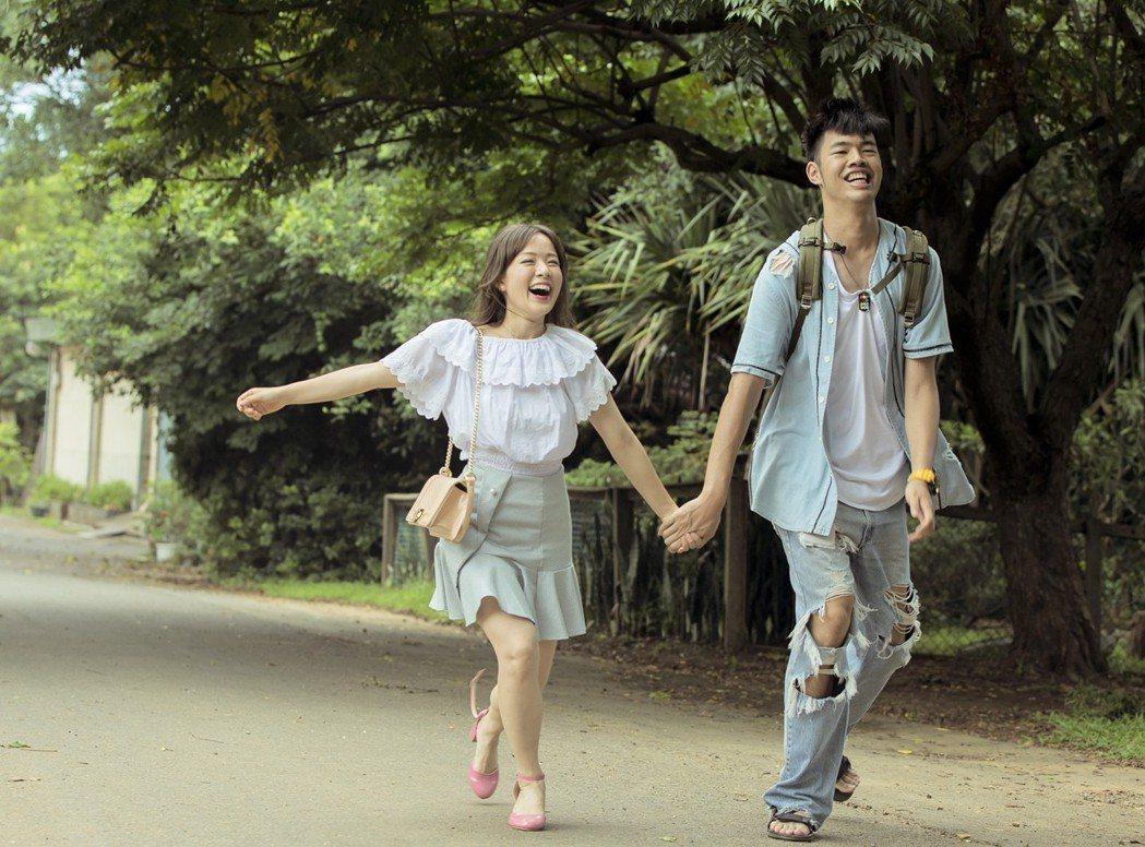 林彥君(左)與陳大天配對成「最萌身高差」。圖/華視提供