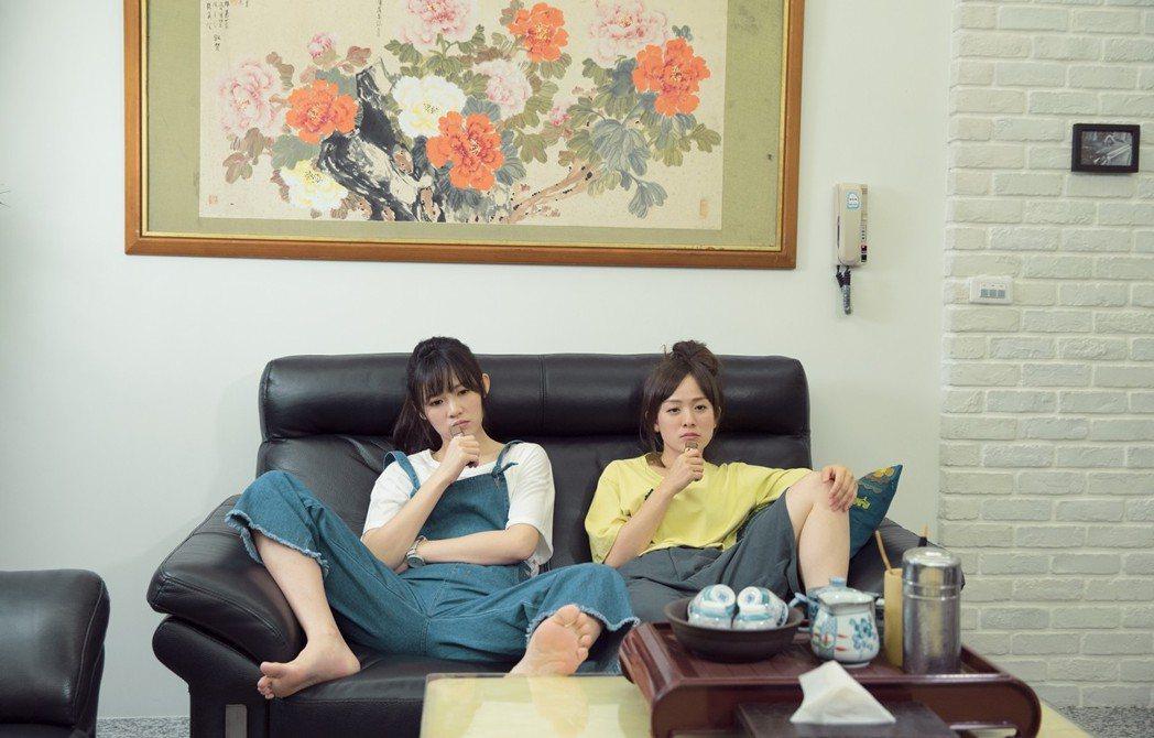 林彥君(右)在「搖滾畢業生」中飾演吳心緹的姊姊。圖/華視提供