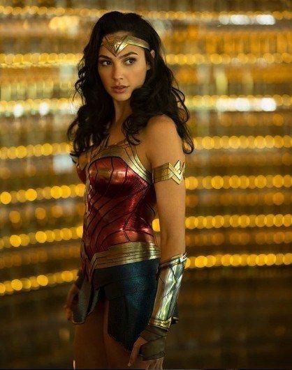 就連漫威的對手陣營DC影業當家英雄「神力女超人」蓋兒加朵特地留言,祝賀漢斯沃生日...