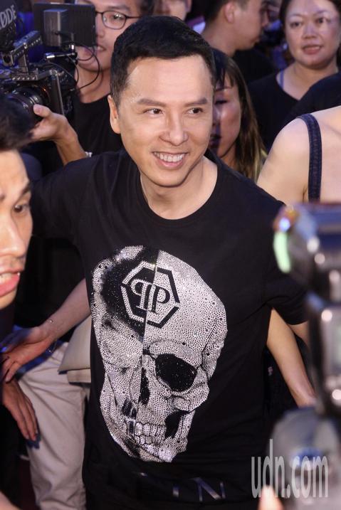 港星甄子丹與導演闞家偉晚上出席電影《大師兄》在西門町舉行的紅毯首映會。