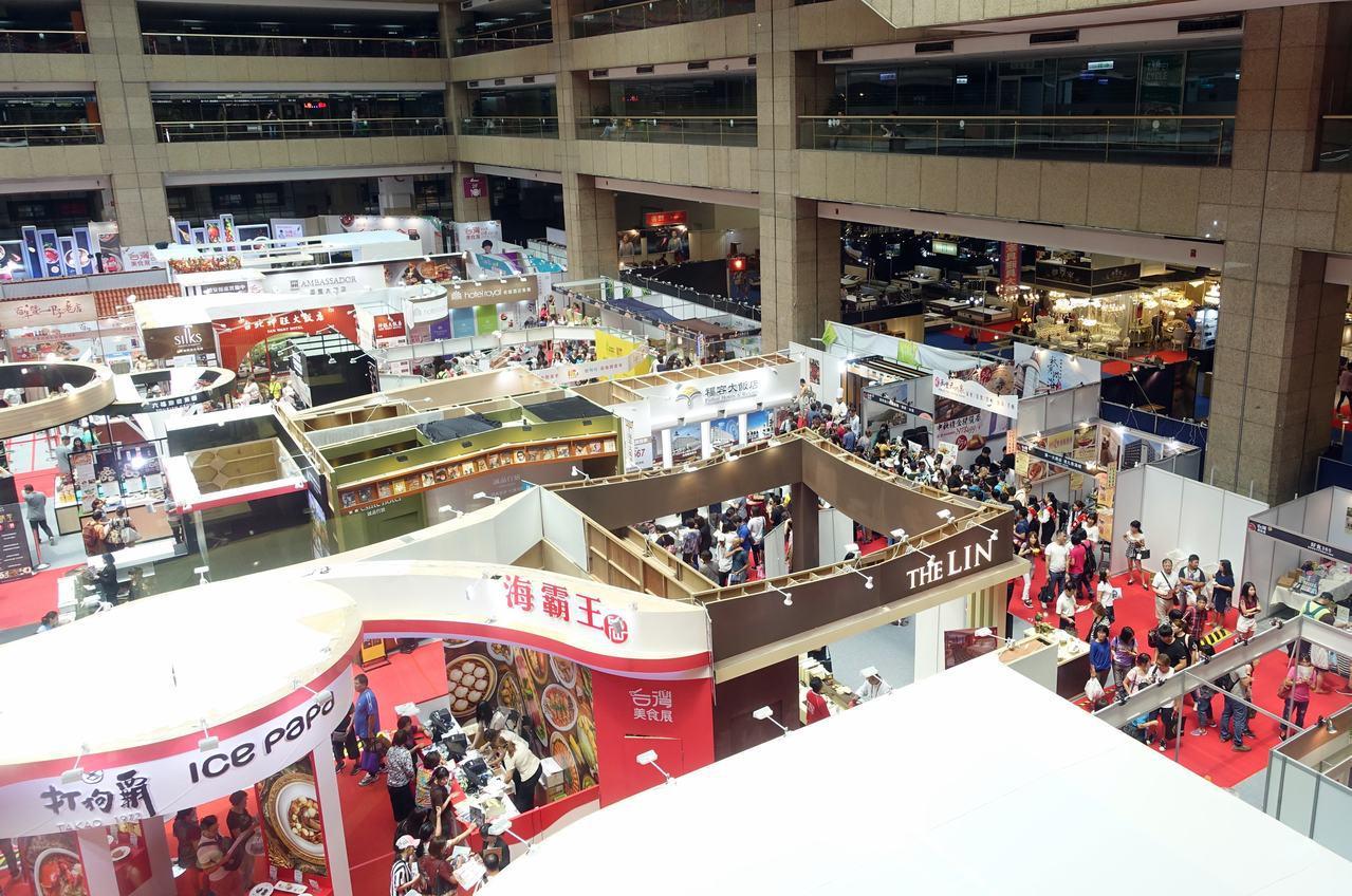 台灣美食展第3天(8/12)人氣較前一天人氣上升,達39,089人。記者沈佩臻/...