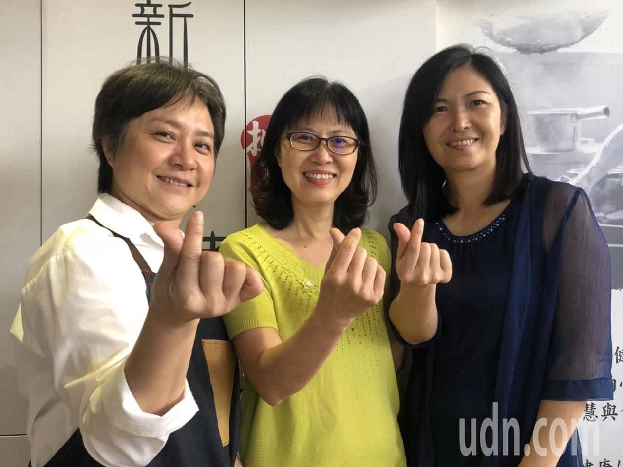 戴淑玲、黃秀莉、羅淑嫺(由左至右)3人因為女兒是國中同班同學,建立兩代友誼,3位...