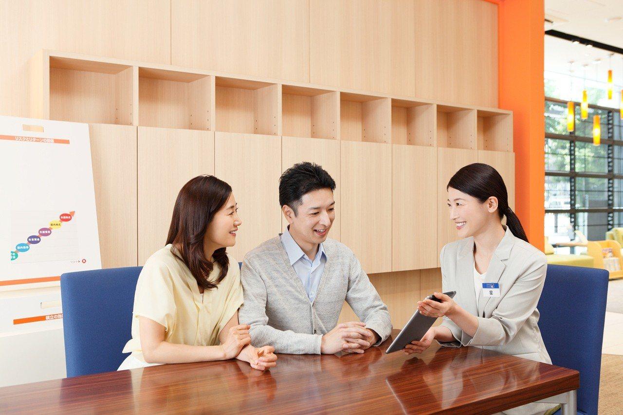 根據中信金控子公司、台灣人壽調查顯示,40到70歲4個世代,平均只有4成受訪者針...