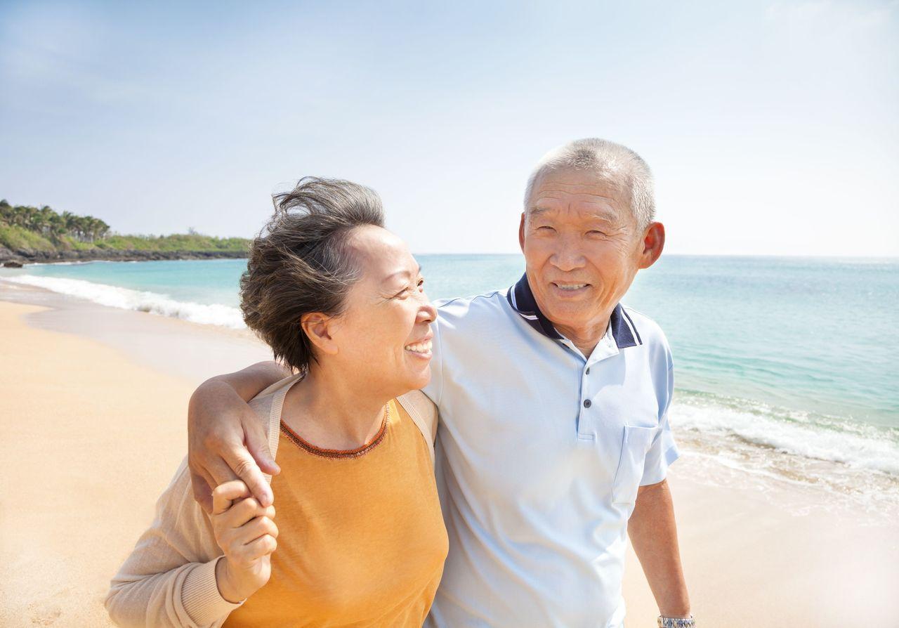 調查發現,人際關係及親子關係「緊密度」,可能隨年齡越長、越向下滑落。 圖/壽險業...
