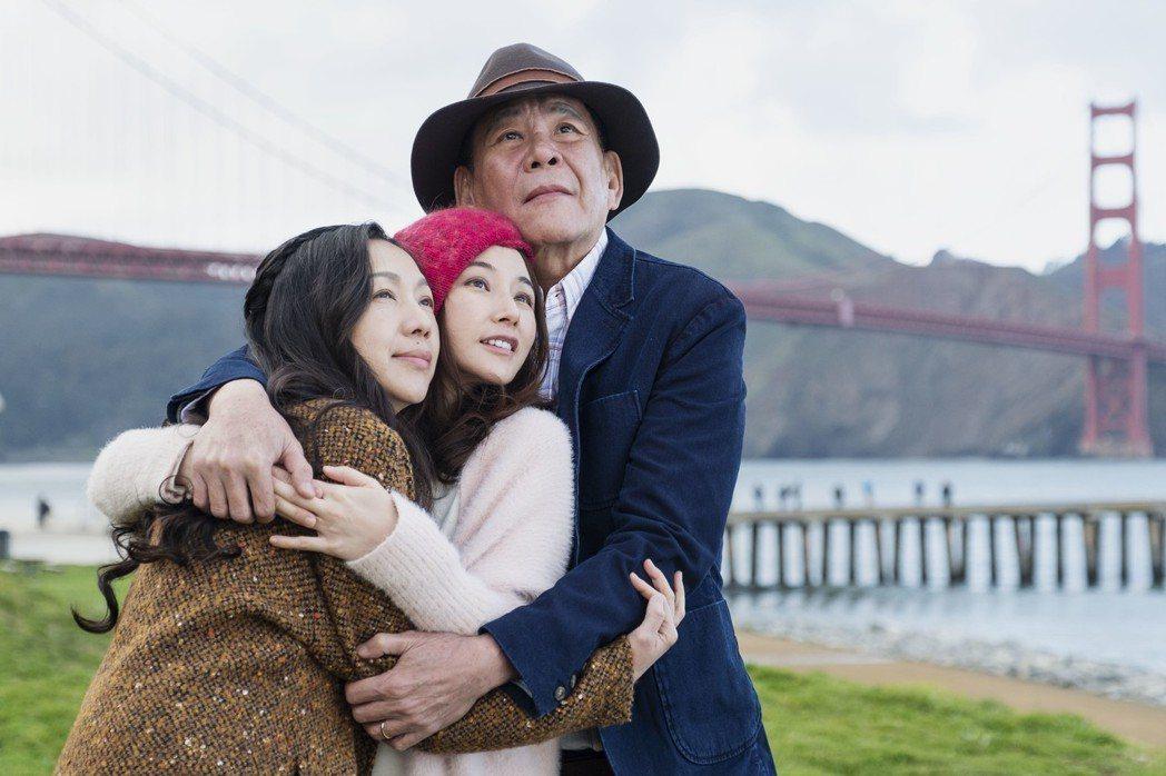 萬芳(左起)陳怡蓉、龍劭華演出「雙城故事」感情深厚。圖/青睞影視提供