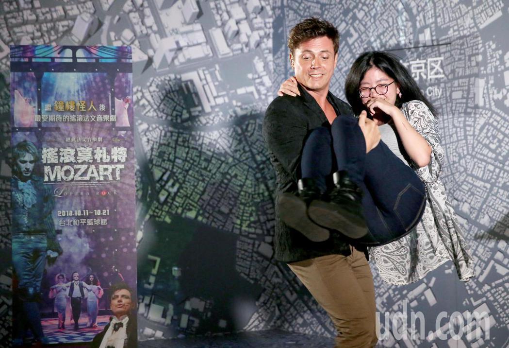 經典法文音樂劇《搖滾莫札特》十月將首度來台演出,該劇的第二男主角Laurent