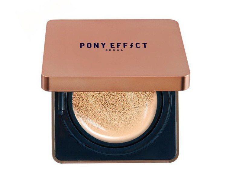 PONY EFFECT持久無瑕氣墊粉餅的輕液態乾爽質地適合亞洲肌膚與氣候。圖/M...