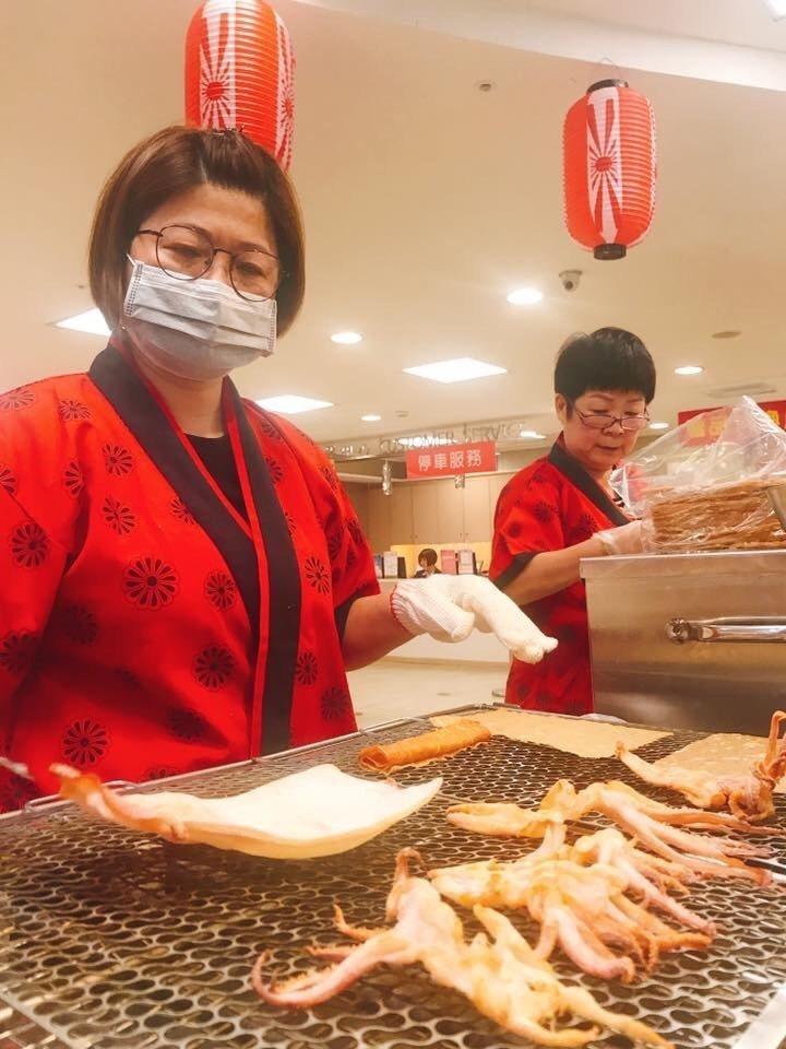 新竹大遠百日本美食文化展的現烤魷魚。圖/業者提供