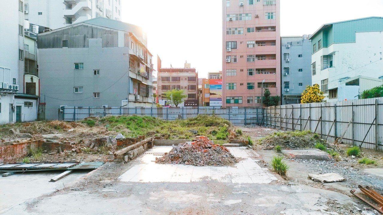 台南市定古蹟台南刑務所中的合宿所經過整修,現場一片光禿禿,文史者擔心古蹟不保。 ...