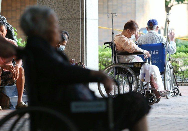 台灣人壽調查,近三成未退休者擔心退休後的經濟問題,近三成已退休人士擔心的卻是無聊...