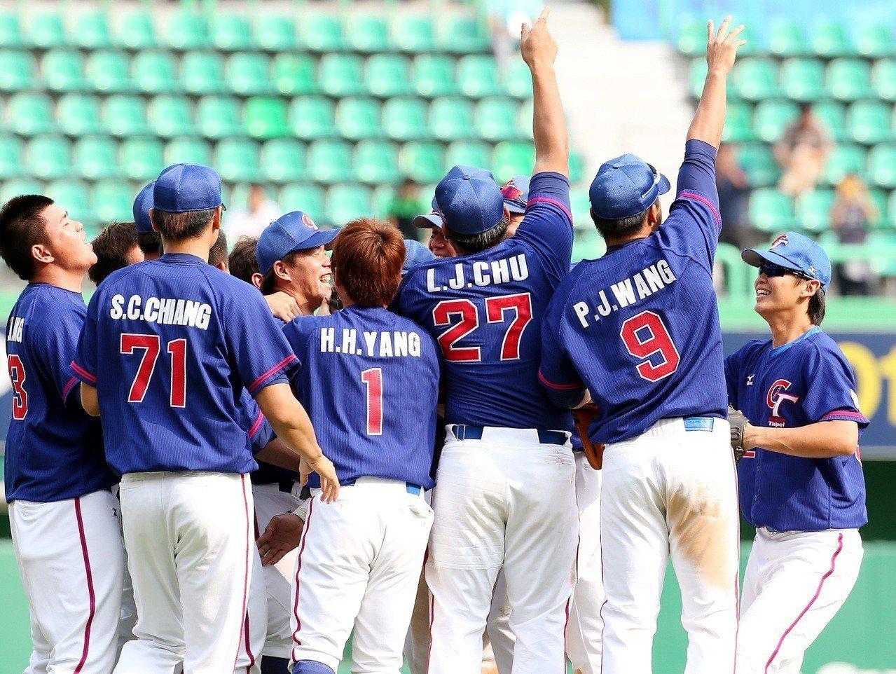 上屆亞運棒球賽中華隊進軍決賽,但未能奪金。 報系資料照