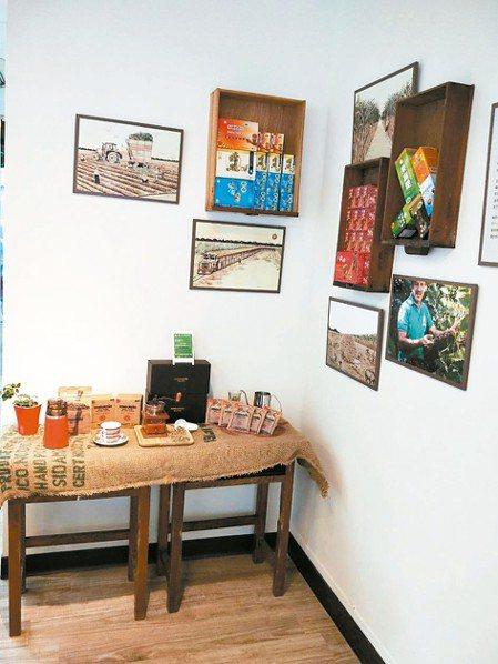 蜜鄰民權店換裝最大的亮點就在於店內的桌椅,還有牆上藝術佈置的材料都源自各糖廠中荒...
