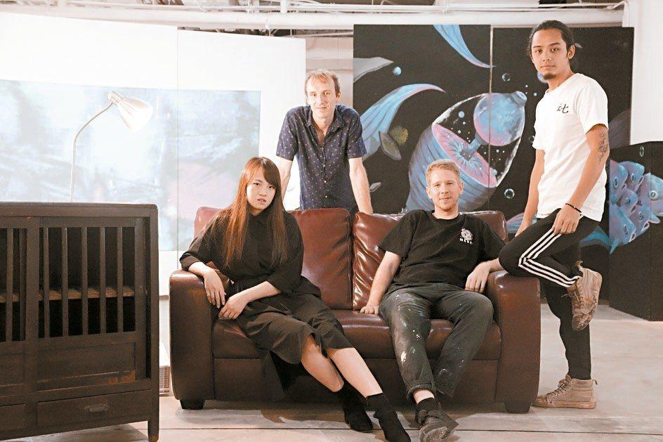 麗晶精品在商場打造「藝饗時光-共享藝術工作室」,邀請新銳藝術家駐村,讓民眾能與藝...