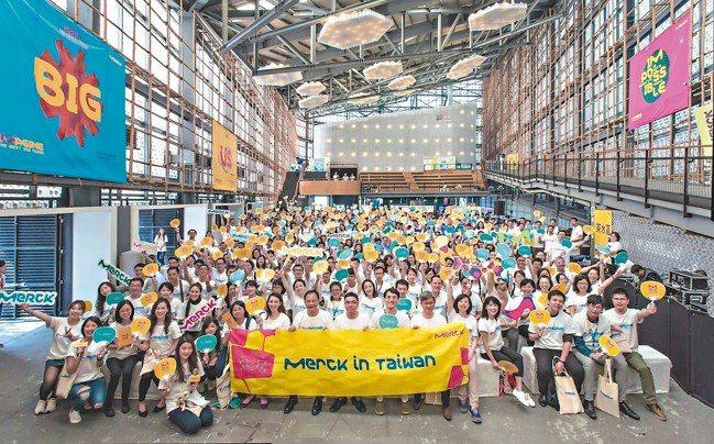 30歲的台灣默克,員工們歡慶默克集團350周年。 台灣默克/提供