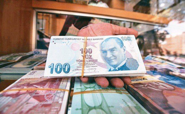 美國加強施壓土耳其,里拉短期看貶。 法新社