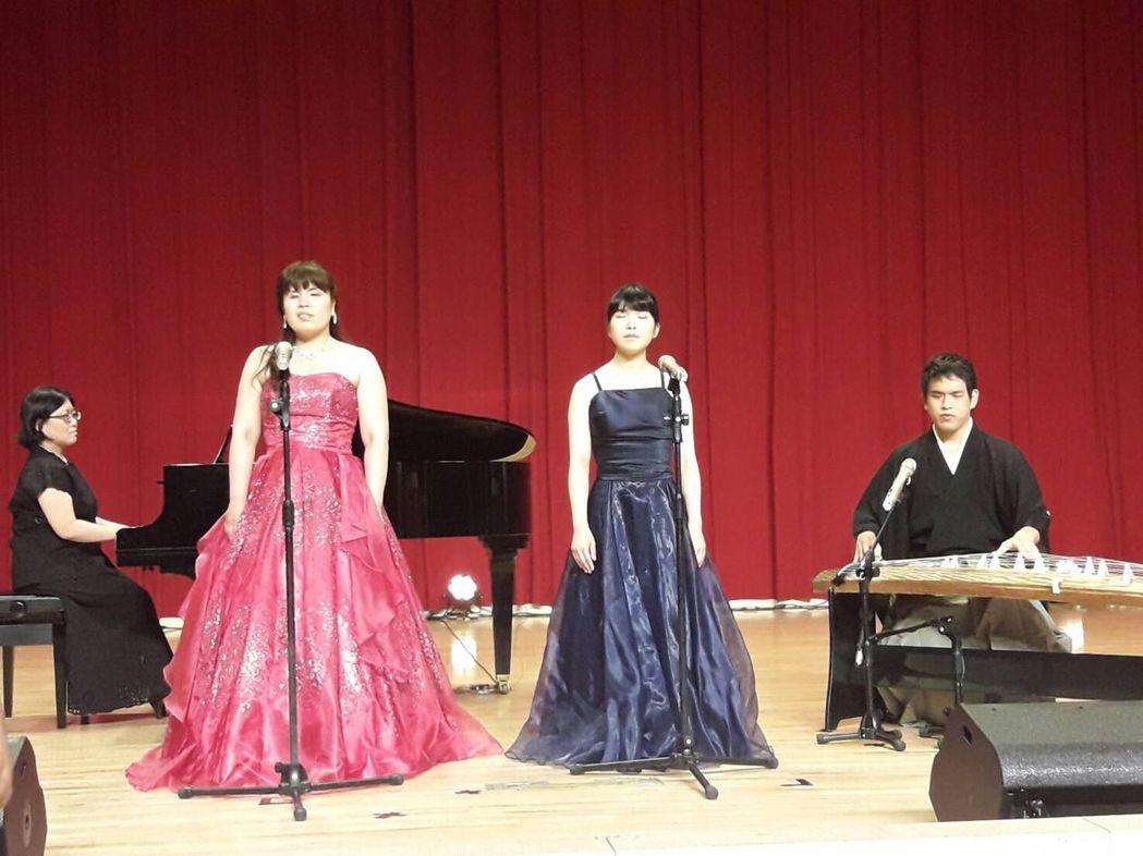 日本音樂家上台獻藝。 圖/協進會提供