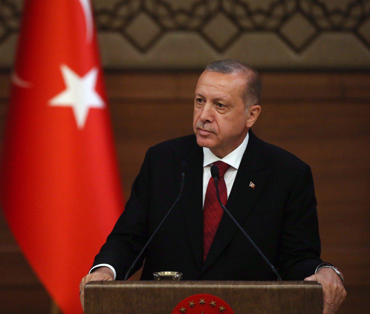 土耳其總統艾爾段強硬回應,土耳其里拉單日重挫13.7%至歷史新低、週線貶逾兩成,...