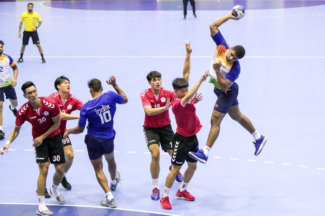 中華手球隊不敵伊拉克,分組預賽戰績1勝1敗,下一戰將對上分組實力最強的巴林隊。 ...