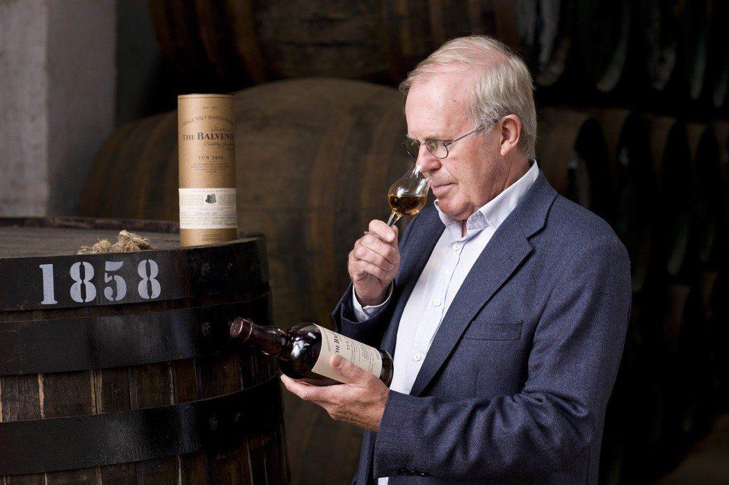 David Stewart大衛史都華催生下,創造出該款威士忌藝術作品,可以是享受...