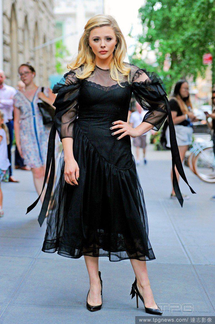 Simone Rocha洋裝。圖/達志影像