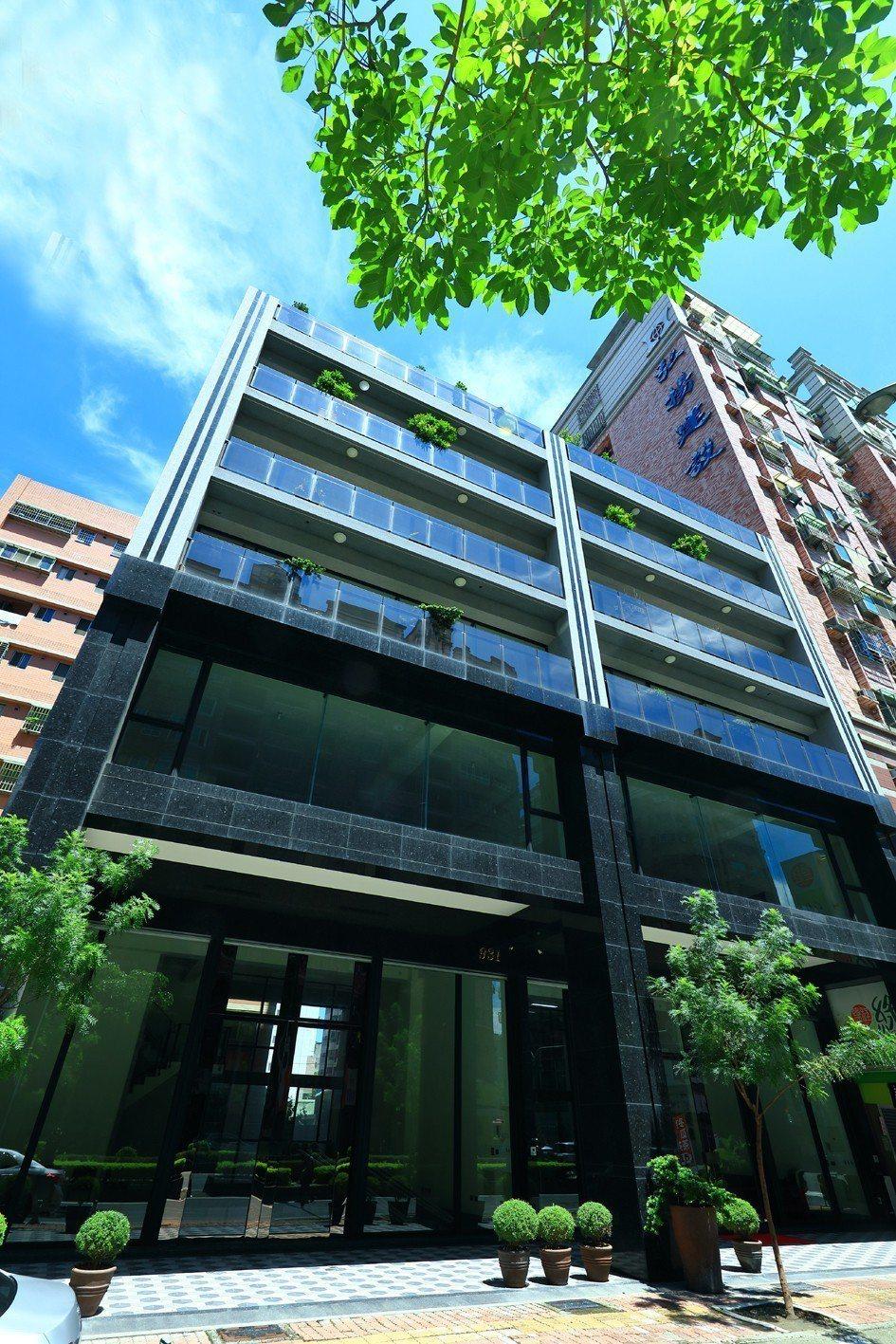 236坪獨棟崗石,企業總部旗艦店。 圖片提供/以勒建設