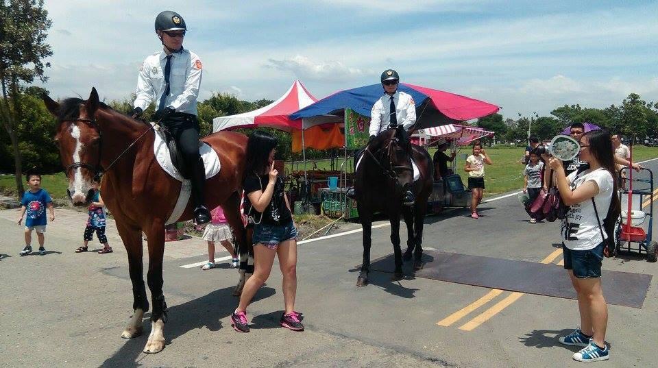 彰化縣警察局曾成立騎警隊,假日在田尾公路花園執勤成為亮點。 記者何烱榮/翻攝自騎...