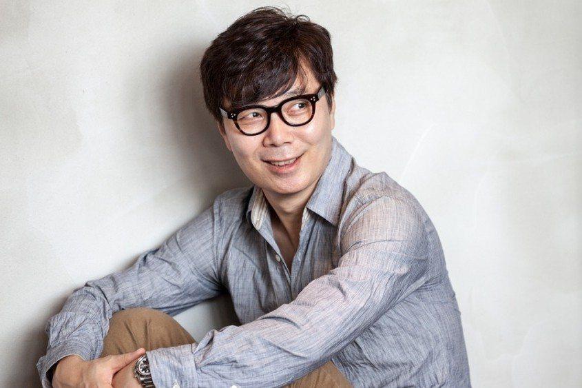 廣為人知的韓國電影《我腦海中的橡皮擦》(2004)的劇本,出自金英夏之手。 圖/...
