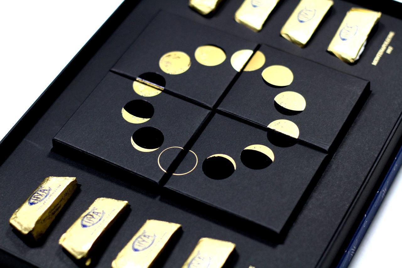 COVA黑色內盒映著金色月相,每盒售價1,280元。記者沈佩臻/攝影
