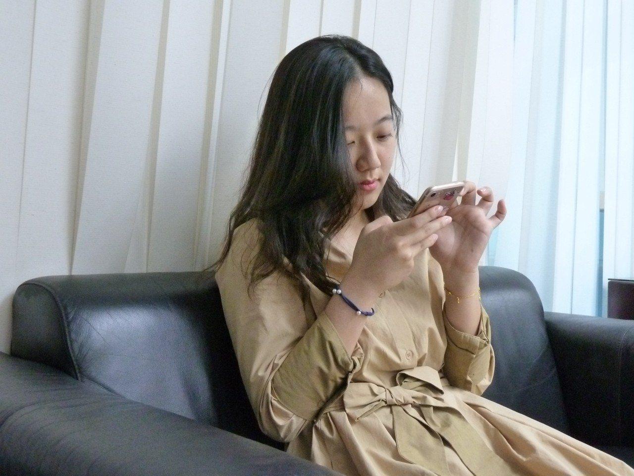 國民黨文傳會近日也低調培訓一位8年級生韓風正妹青年黨工洪于茜,要培養為黨的看板美...