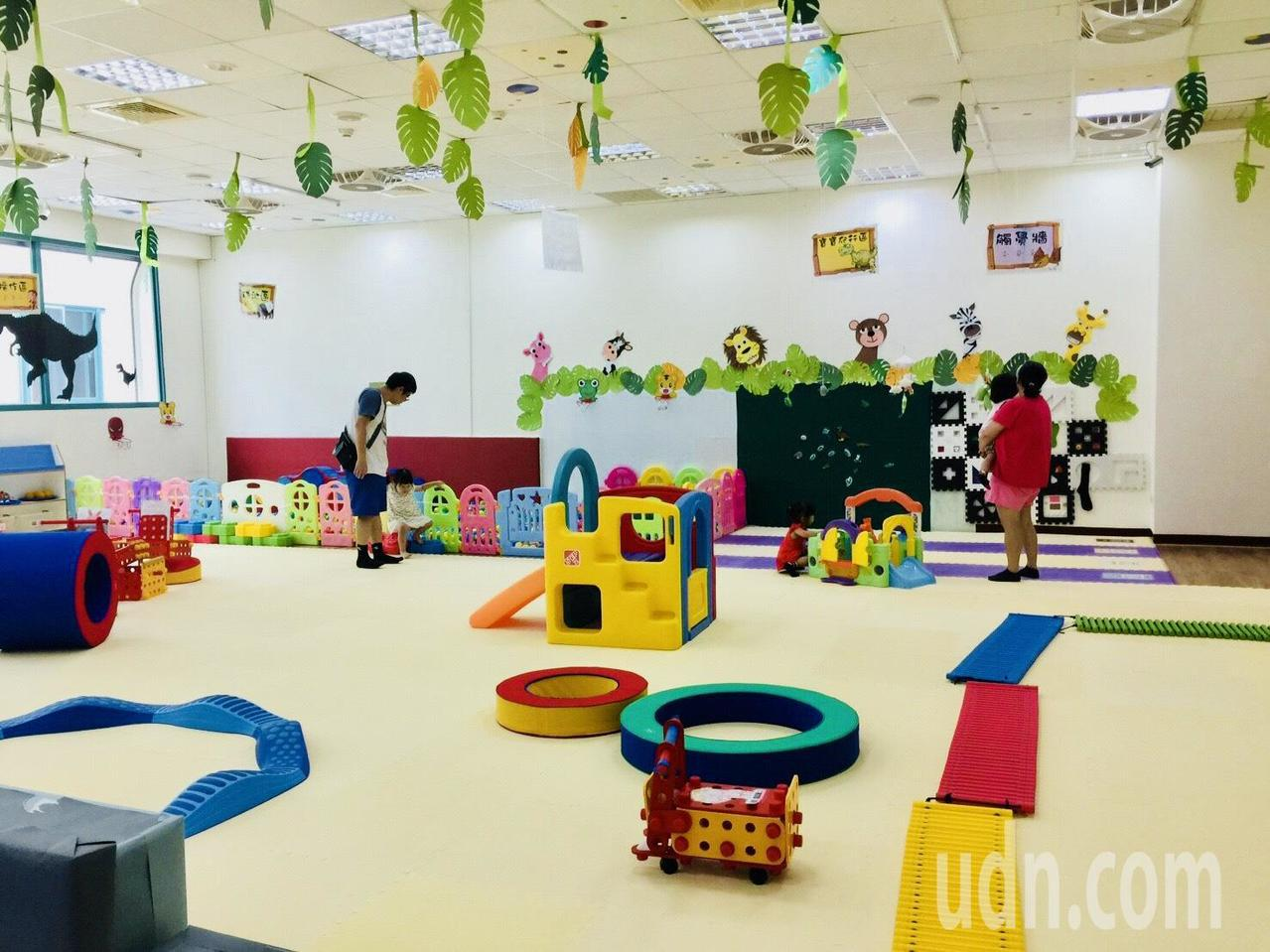 新竹縣托育資源中心內的親子遊戲室,每日以開放 2 場次為原則。記者郭政芬/攝影
