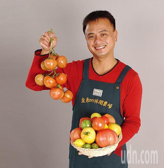 金勇DIY農場老闆彭金勇從民國80年開始從事蕃茄栽培。圖/擷取自網頁
