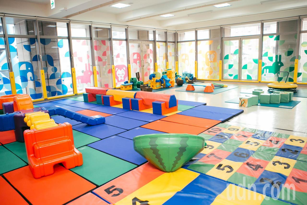新竹市親子館讓孩子透過多元的遊戲,發展各種認知與智能。記者郭政芬/翻攝