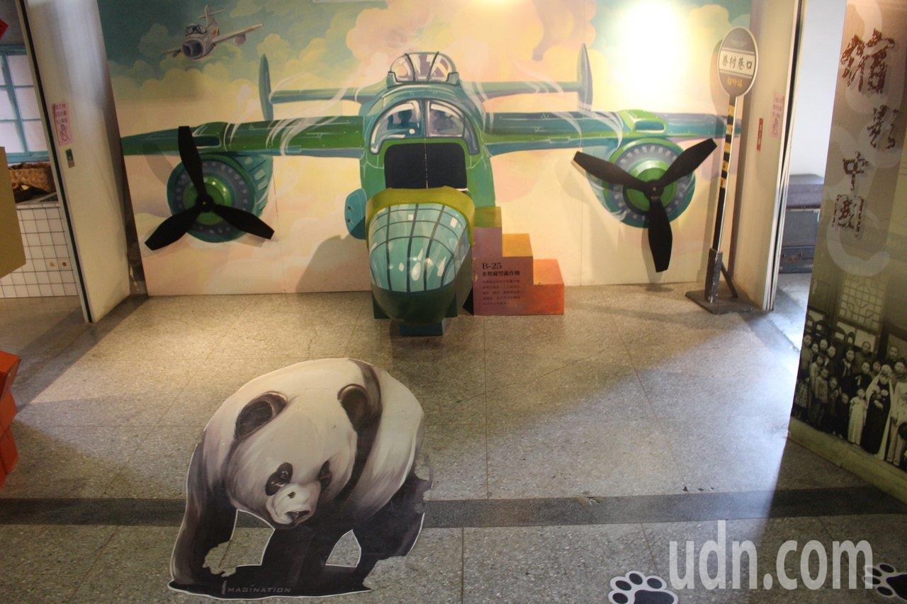 新竹眷村博物館有造型飛機提供拍照,還有空軍制服可換。 記者張雅婷/攝影