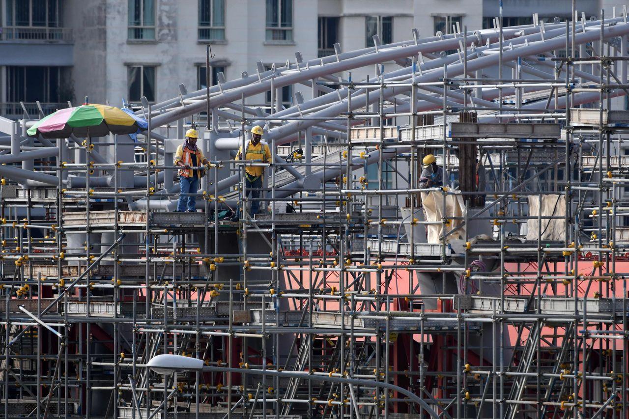 新加坡上個月打房措施影響營建業。法新社