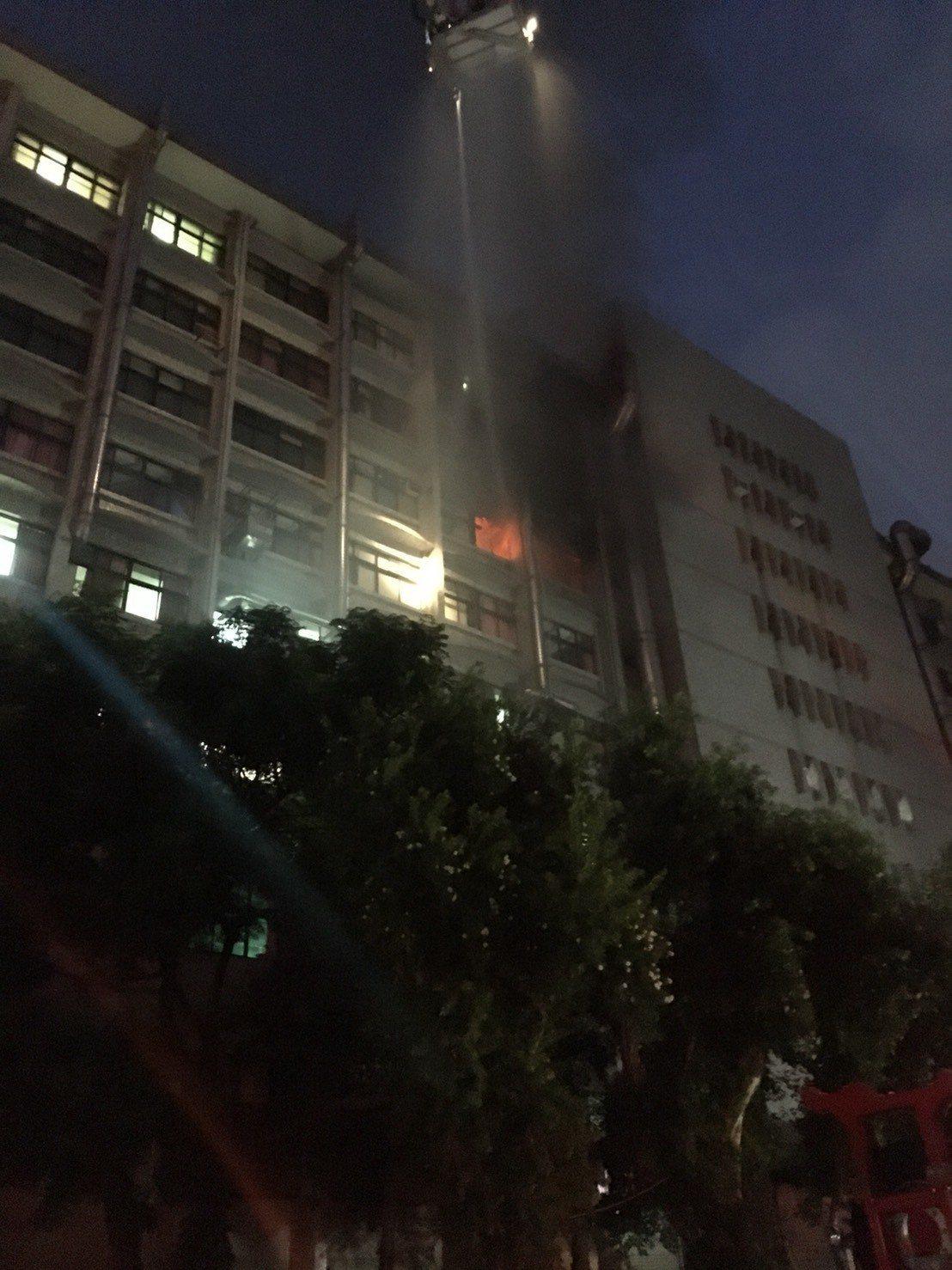 衛福部台北醫院護理之家大火造成重大傷亡,護理之家的安全引起關注。圖/消防局提供