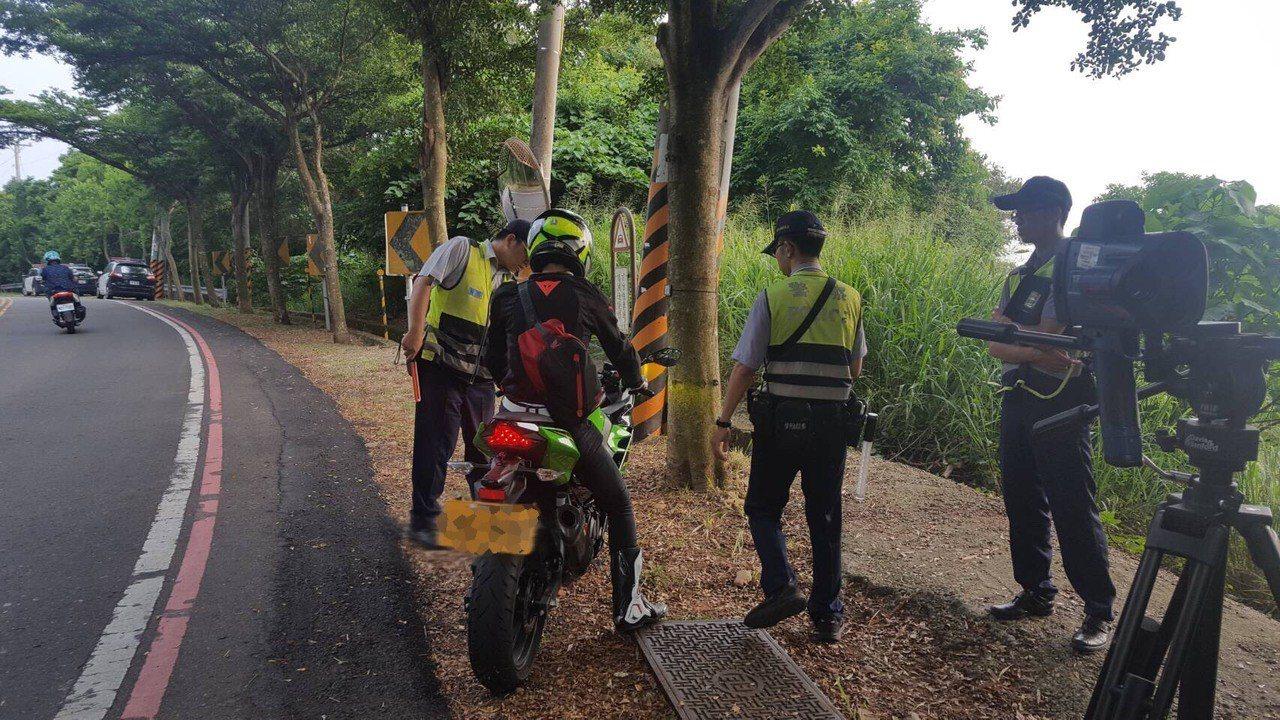 交通大學電機系倪姓高材生上月29日在彰化縣139線騎單車被汽車撞死後,彰化警方近...