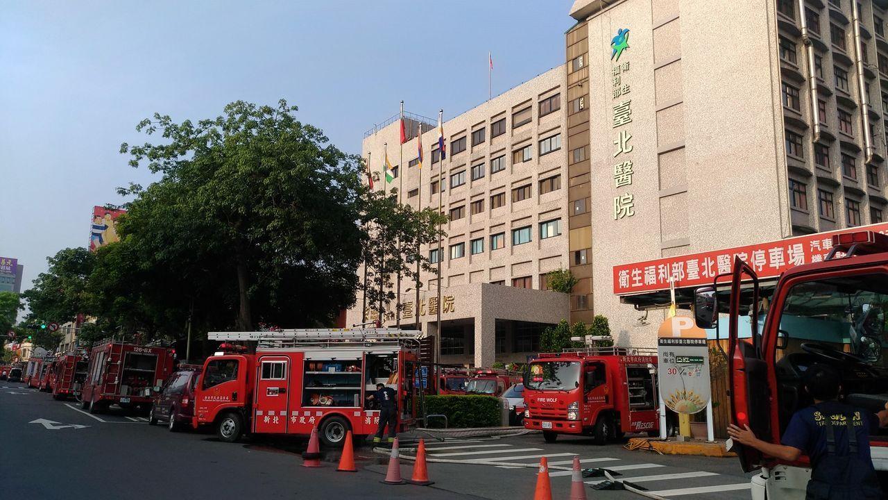 新北市新莊區的衛福部臺北醫院,今天凌晨4時許傳出火警,造成嚴重傷亡。記者林昭彰/...
