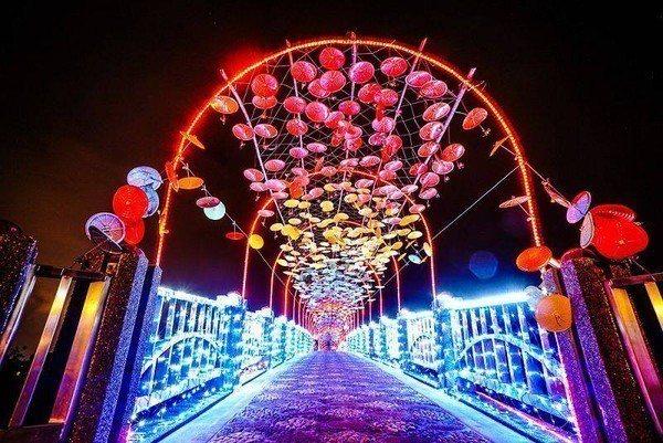 宜蘭情人節系列今年辦在安農溪畔,並打造獨一無二的夢幻鵲橋。圖/摘自宜蘭好玩臉書專...