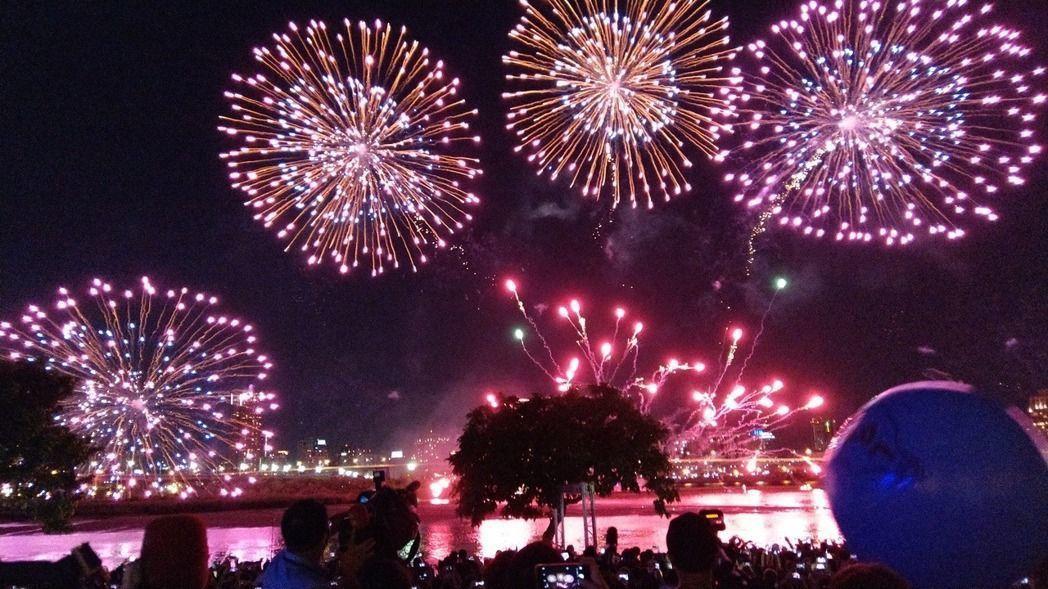 台北大稻埕河岸音樂節今年在8月17日到19日舉辦,重頭戲煙火秀8月18日晚上登場。圖/本報系資料照