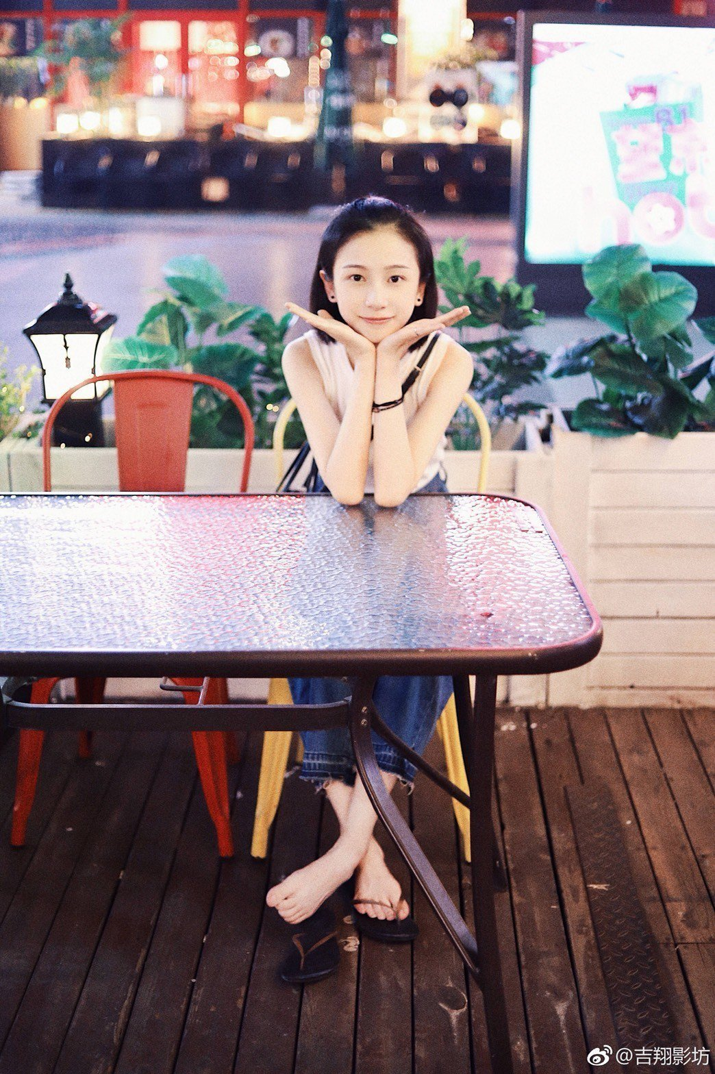 「延禧攻略」飾演明玉一角的姜梓新,時裝造型相當清秀。圖/摘自微博
