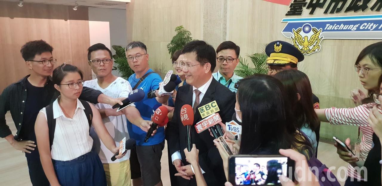 台中市長林佳龍今天午在台中市警局接受採訪,談有關東亞青運問題。記者游振昇/攝影