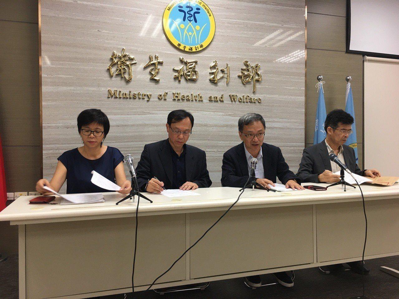 台北醫院護理之家惡火釀9死30傷,衛福部次長薛瑞元(右二)表示,將初步給病人家屬...